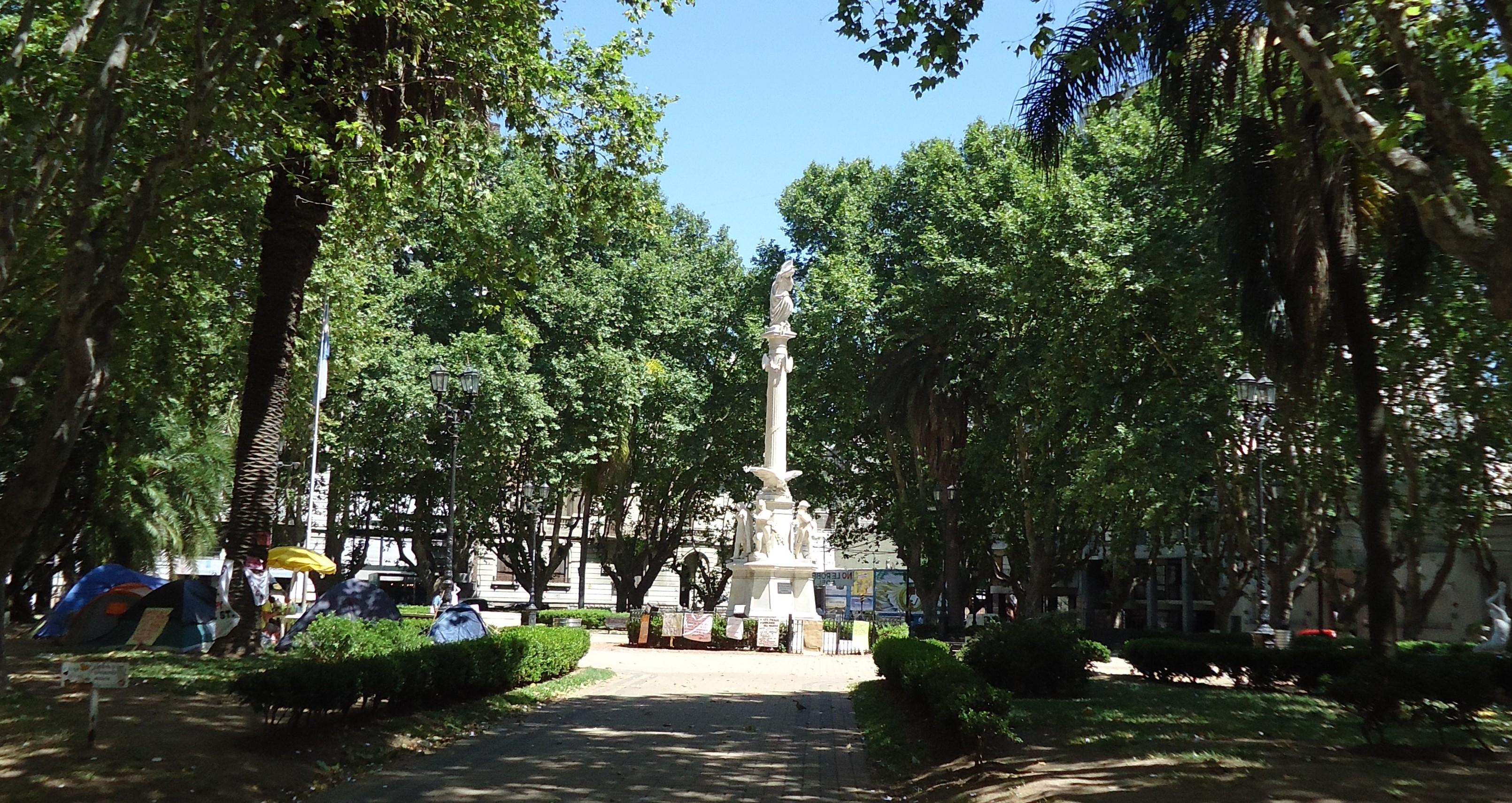 A walk around the 25 de Mayo Square